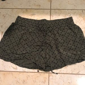 Green fabric shorts- m